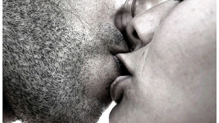 Защо човек затваря очи, когато се целува