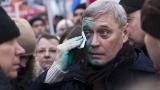 Заляха със зелена течност участник в шествието в памет на Борис Немцов
