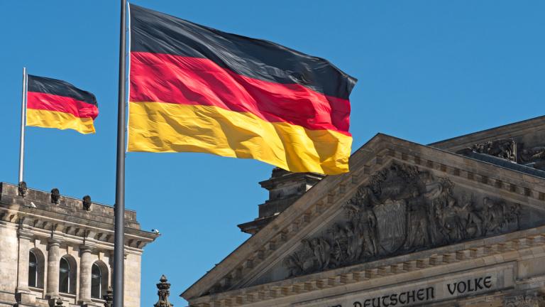 Водещата икономика в Европа ще има рекорден излишък, време е да намали данъците