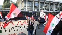 Комунисти с опит да гътнат статуята на експрезидента на САЩ Хари Труман в Атина