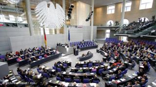 Германският парламент одобри по-строго миграционно законодателство