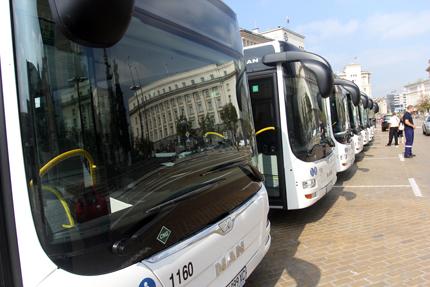 Столичани сами отварят вратите в новите автобуси от градския транспорт