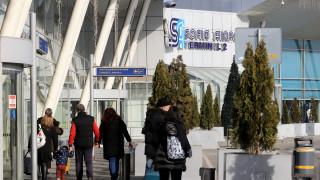 Два полета от Лондон кацат в София