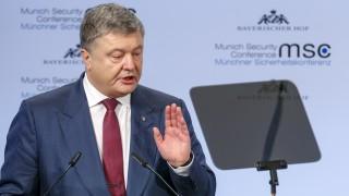 """Порошенко подписа закон за реинтеграция на Донбас, в който Русия се нарича """"агресор"""""""