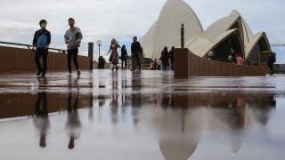 Австралия губи 2,5 милиарда долара на седмица заради пандемията