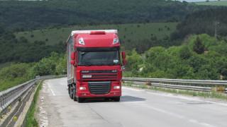 Тир разля гориво и блокира пътя Бяла - Плевен