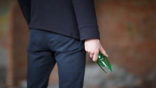 Мъж налетя със счупена бутилка на друг след скандал в Плевен