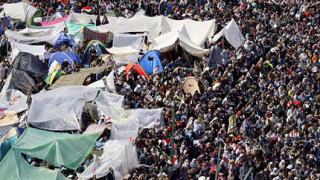 """Демонстрантите напускат """"Тахрир"""", запазват протестна готовност"""