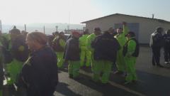 Работници блокират пътя Видин-София, за да си получат заплатите