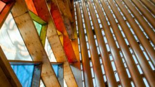 В Нова Зеландия си построиха картонена катедрала