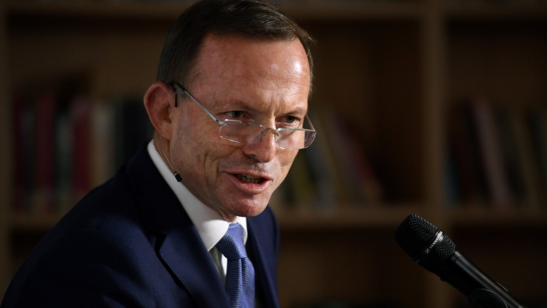 Бившият австралийски премиер Тони Абът публично се отрече от старо