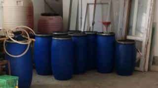 Откриха 2600 л алкохол в нелегален склад в Бургас