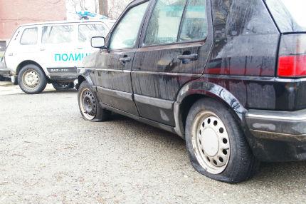 70 автомобила с нарязани гуми в Банско