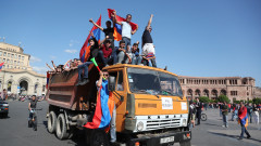 Лидерът на протестите в Армения прекрати блокадите, избират премиер на 8 май
