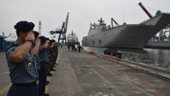 В Джакарта пристига най-големият и нов австралийски военен кораб