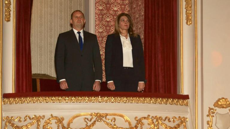 Президентът Румен Радев и външният министър Екатерина Захариева са на