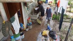 Десетки наводнени къщи и унищожена реколта в Карнобат и Константиново