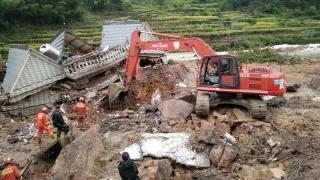 140 души изчезнаха след свличане на част от планина в Китай