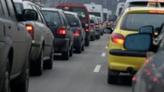 """Катастрофа между кола и автобус на градския транспорт задръсти бул. """"Сливница"""""""