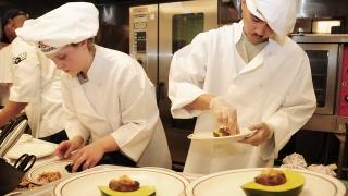 Участници трескаво се готвят за Националната кулинарна купа на България