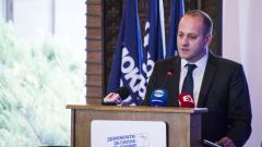 Радан Кънев зове за отрязването на дебелеещата от 70 г. свинска опашка на властта