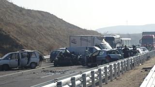 Верижна катастрофа с над 20 коли и жертва край Сандански