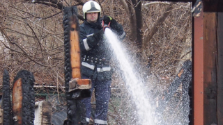 Кран се запали до Румънското посолство в София