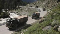 Индия и Китай изтеглят тежкото въоръжение от Ладак