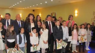 Да съхраним културата и идентичността си, убеждава вицето българите в Истанбул
