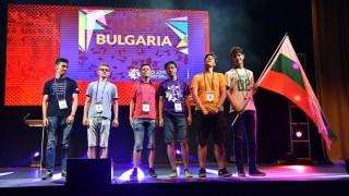 Наши ученици завоюваха сребърни и бронзови медали по математика във Великобритания