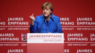 Германците охлаждат все повече към Меркел и бежанците