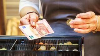 Европейците все още обичат парите в брой и плащат с тях