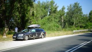 ТИР блъсна кола с румънци край Симитли и избяга