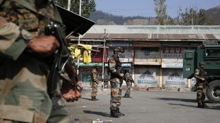 Близо 300 терористи се опитват да проникнат в Индия