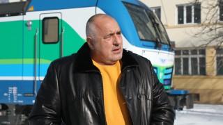 """Борисов разгледа новите """"мерцедес"""" локомотиви на БДЖ"""