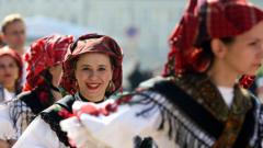 Истински фолклор заля столичните улици
