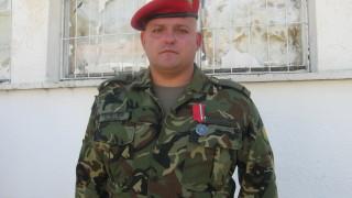 Наградиха ефрейтор за оказана първа помощ при катастрофа