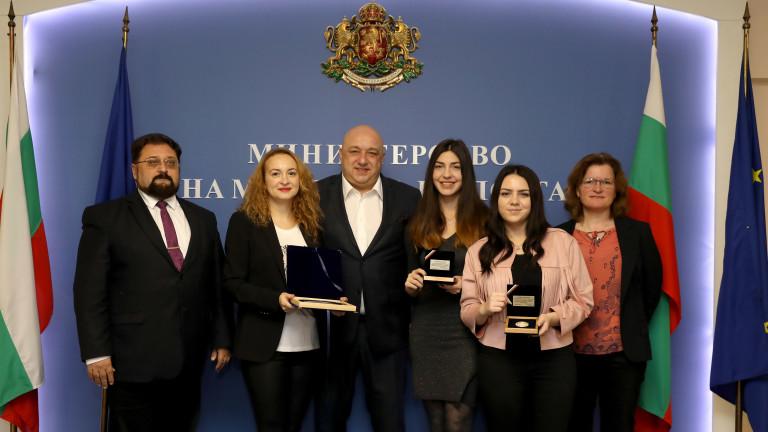 Министър Кралев награди Антоанета Стефанова за двата медала от Европейското първенство по шахмат