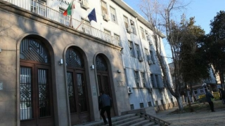 """Облепиха съдебната палата в Пазарджик с плакати """"Искаме справедливост"""""""