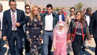 Линдзи Лоън посети бежански лагер в Турция