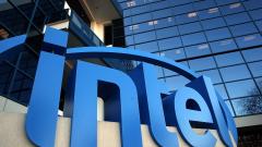 Intel преговаря за стартиране на производство на чипове за автомобилни производители