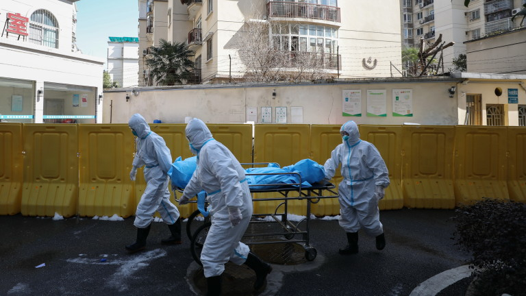 Забраниха на китайците да напускат домовете си във втория най-засегнат град от коронавируса