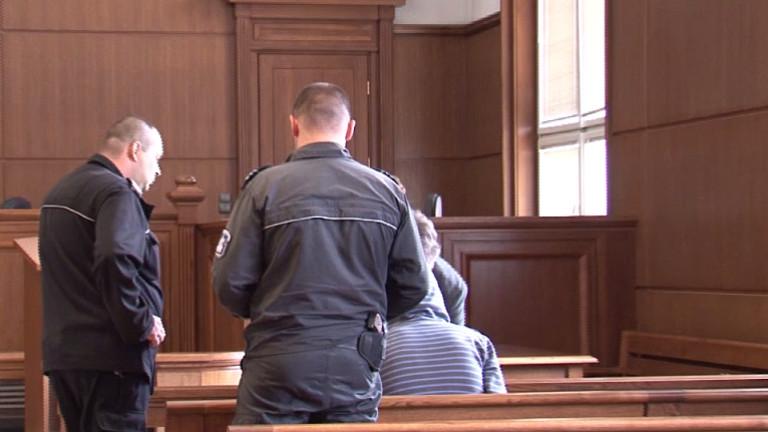 Наркоманът, намушкал младеж след забележка, остава в ареста