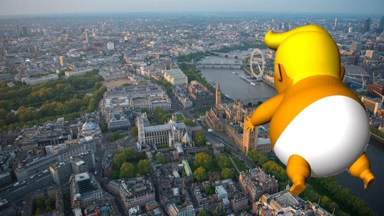 Балон посреща Доналд Тръмп в Лондон