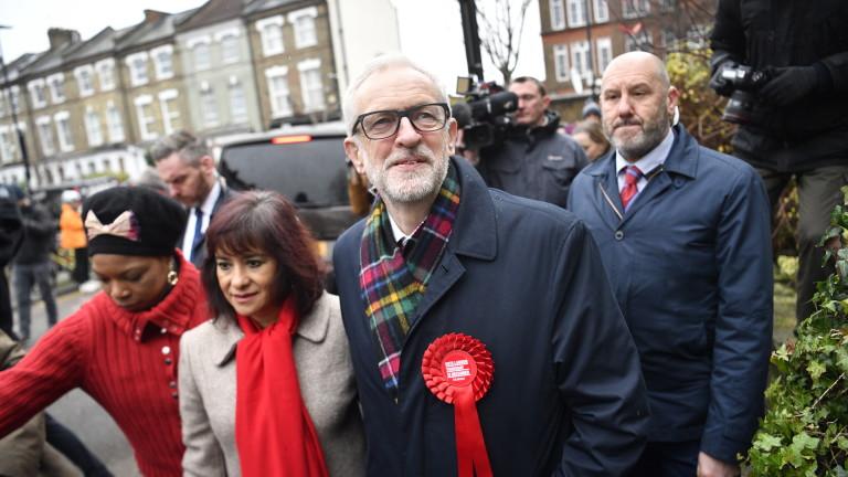 Лидерът на британските лейбъристи Джереми Корбин няма да се оттегли