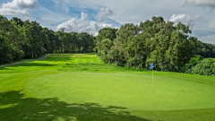 Хонконг разрушава известно голф игрище, за да строи жилища