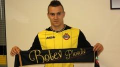 Има сделка: Тони Тасев подписа с Ботев за две години