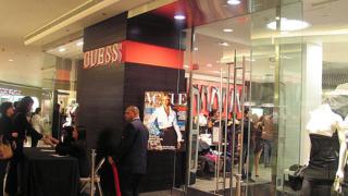 Брaян Адамс засне кампания за Guess