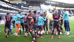 Лийдс отпразнува промоцията с победа срещу Дарби Каунти