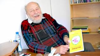Почина писателят Атанас Славов